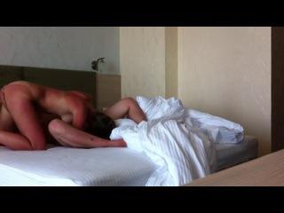 Муж с женой кайфует в отеле